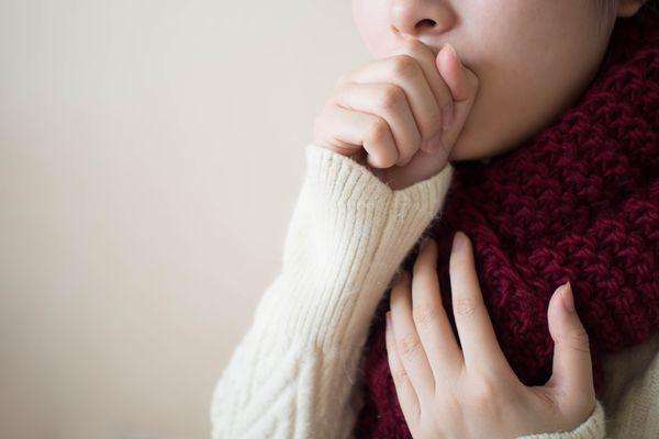 Как распознать ковидный кашель, рассказали эксперты