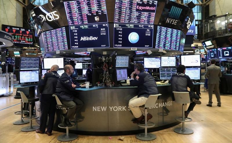 Индекс электронной биржи NASDAQ снизился более чем на 10%