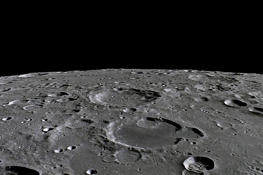 SpaceХ получила право доставить астронавтов на Луну – NASA