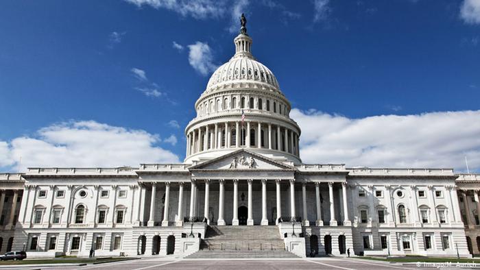 Палата представителей США проголосовала за увеличение выплат гражданам до 2 тысяч долларов