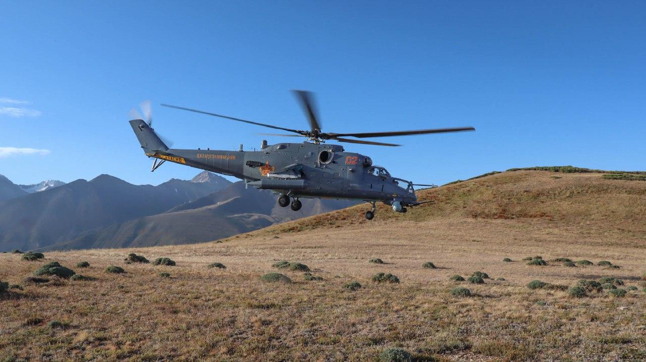 Армия авиациясының ұшқыштары оқу-жаттықтыру ұшуларын орындады