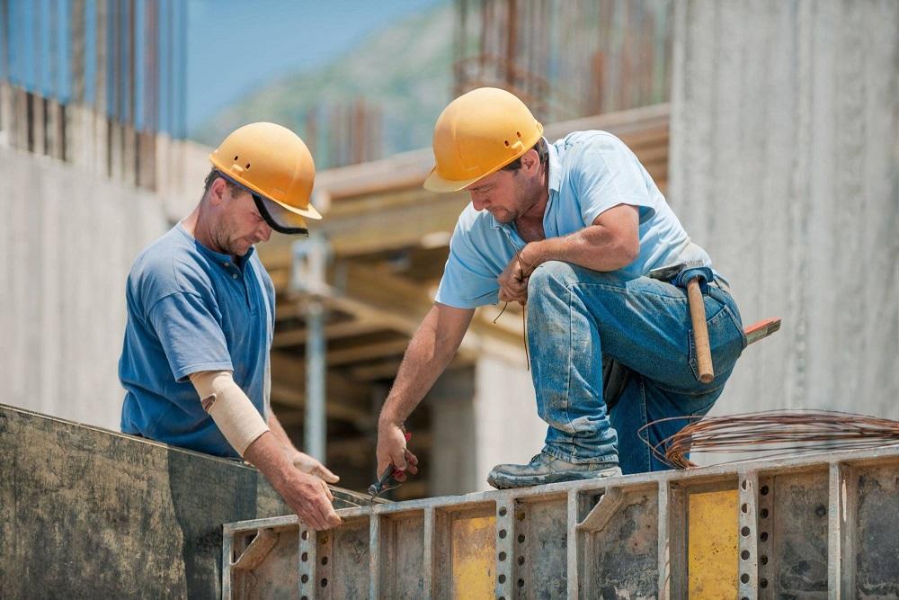 Бизнес просит уравнять оплату труда на стройках по госзаказу