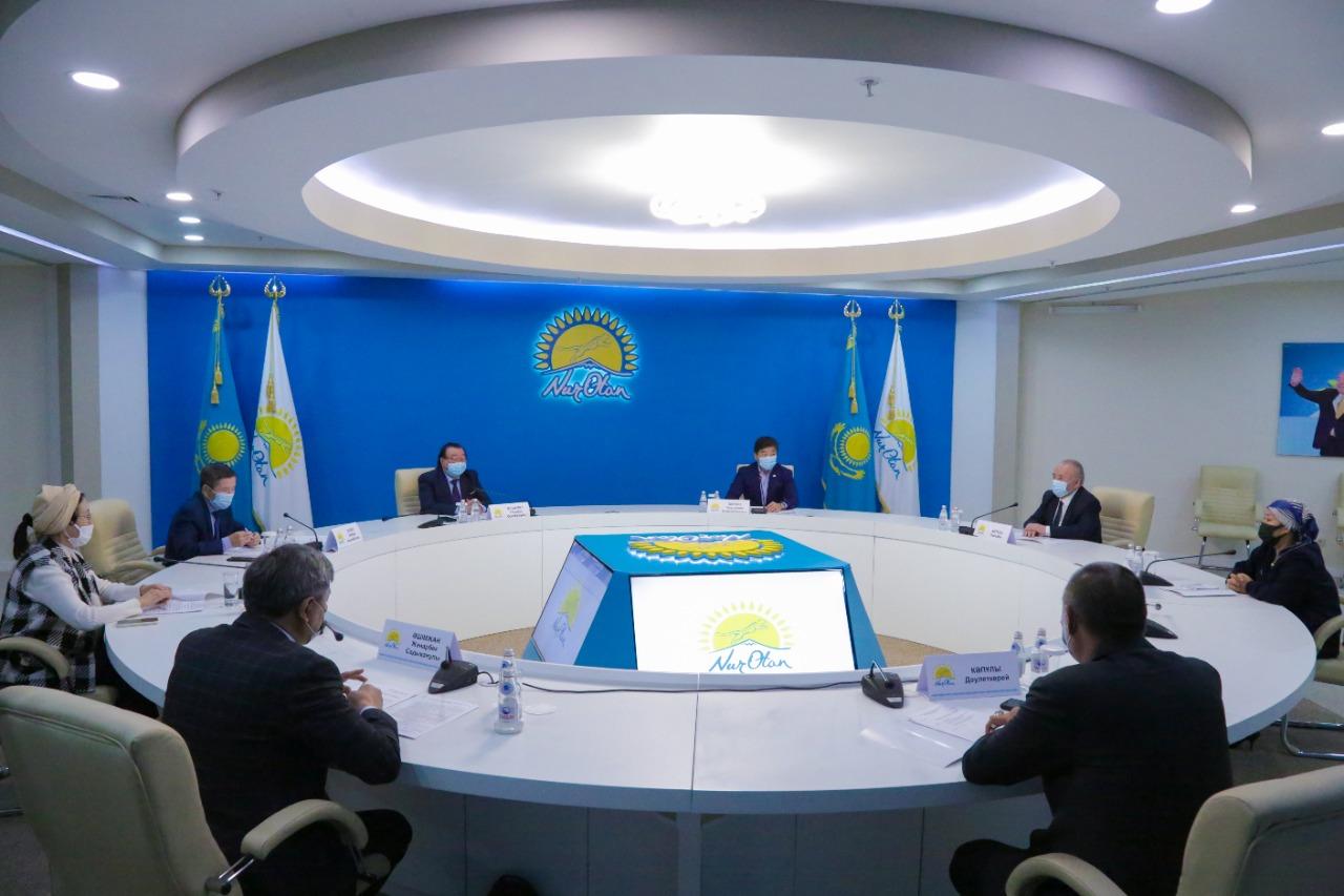 Когда в Казахстане пройдет конкурс для молодых писателей и поэтов