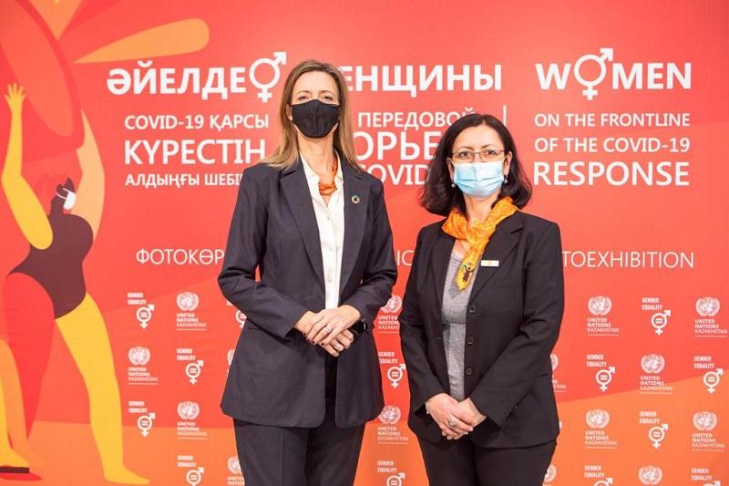 Фотовыставка в Нур-Султане: ООН поддерживает женщин на передовой борьбы с COVID-19
