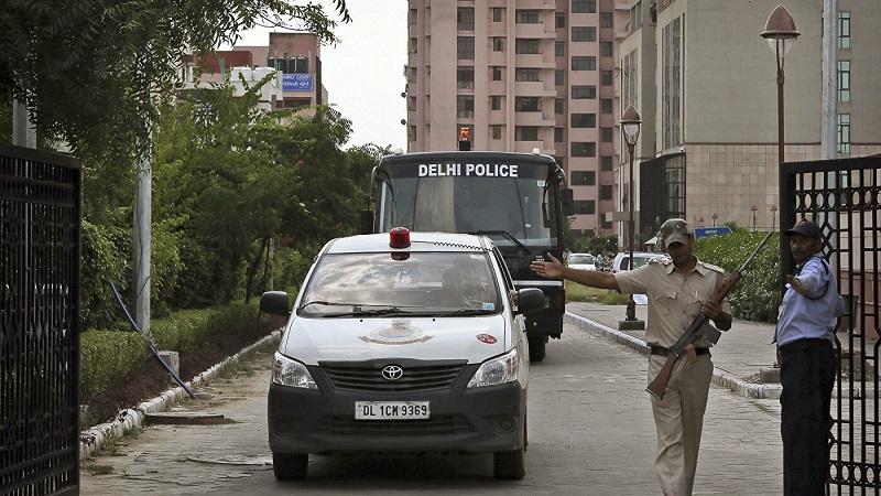 Восемь человек погибли при обрушении жилого дома в Индии