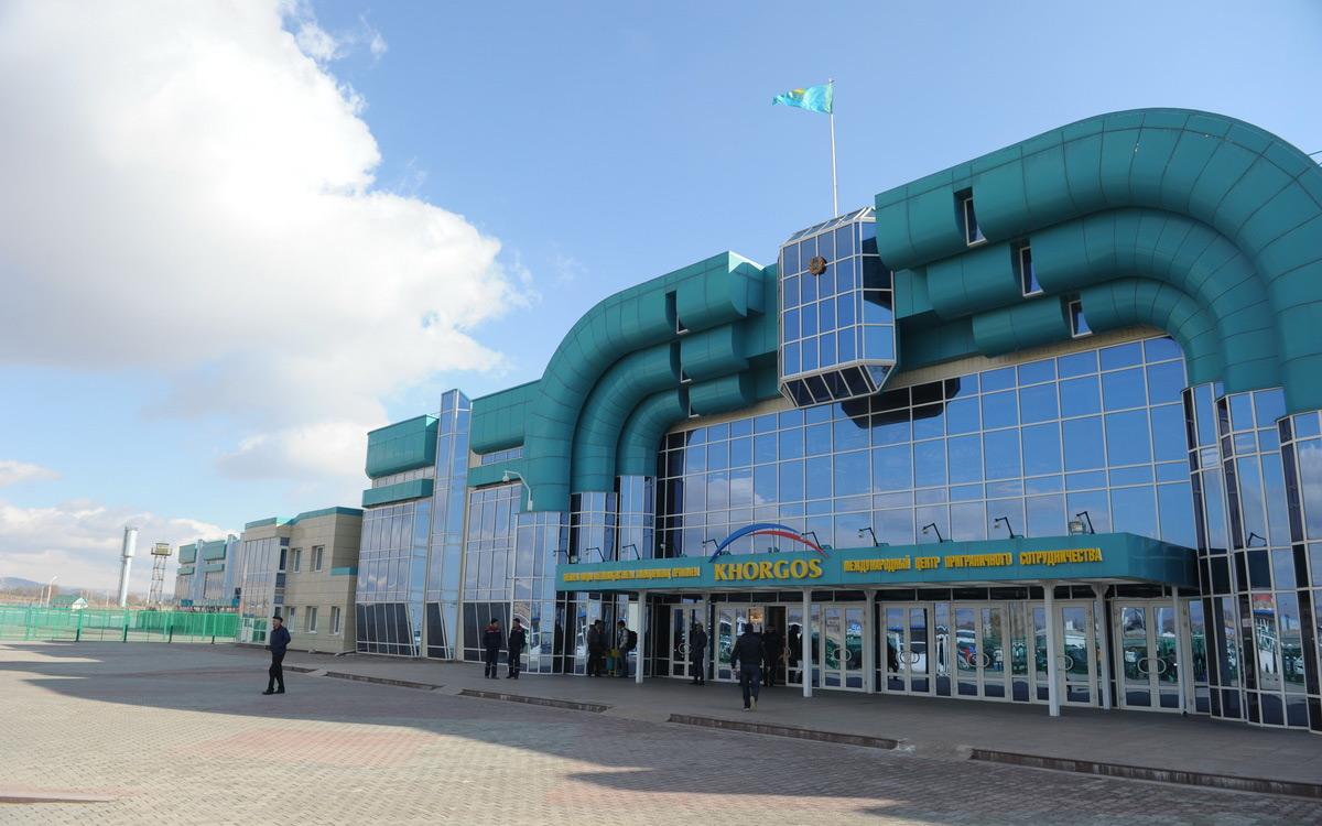 Казахстан открыл пункты пропуска на границах с Кыргызстаном и Китаем