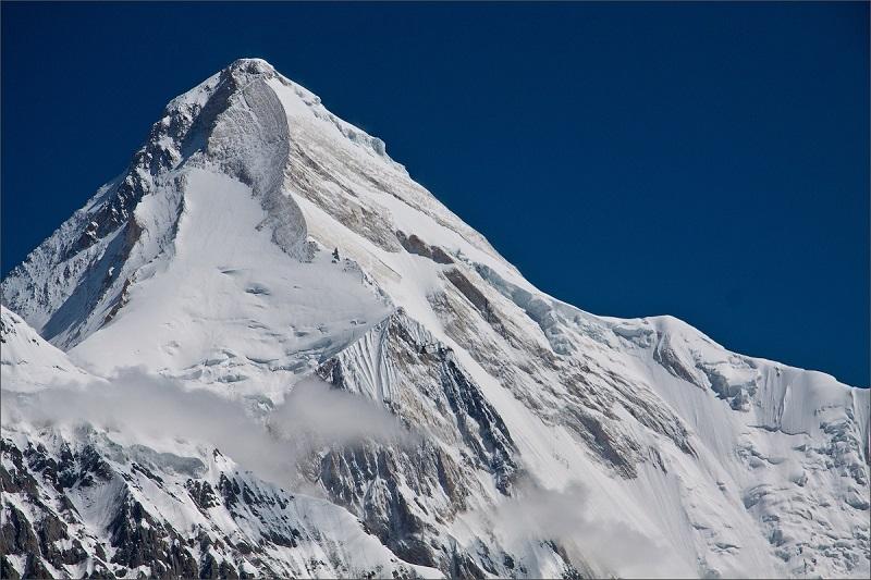 Пропавших альпинистов ищет вертолет Казавиаспаса