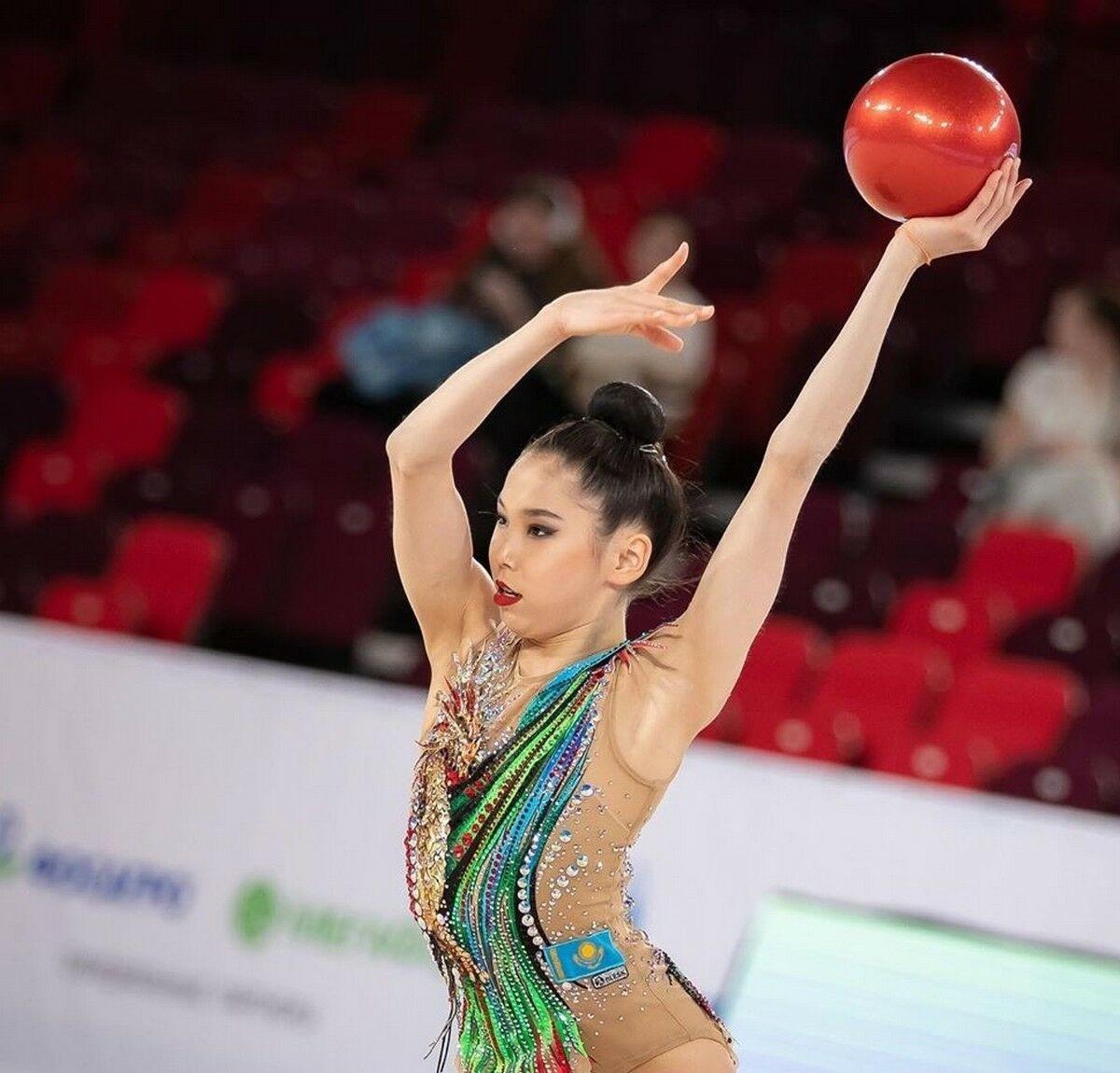 Казахстанские гимнастки прибыли в Японию на чемпионат мира