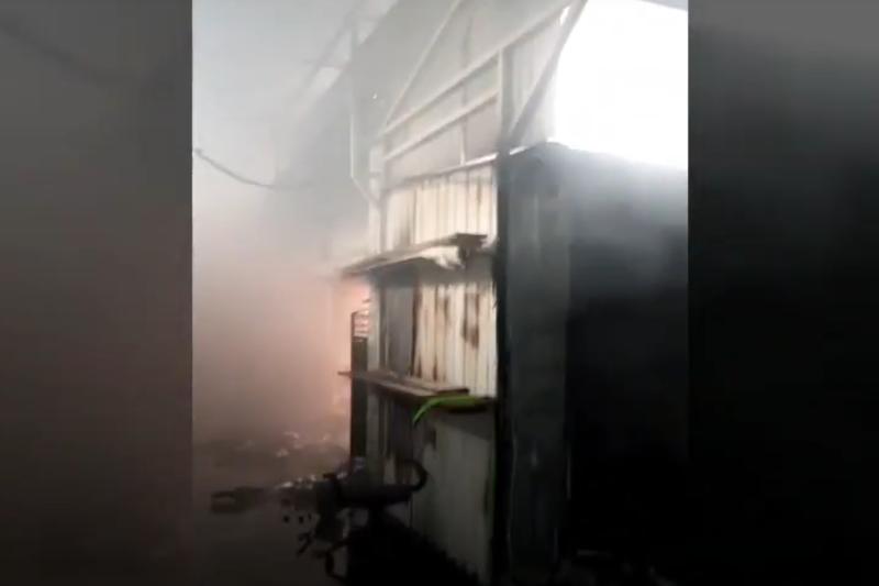 Пожар повредил часть рынка в Актау
