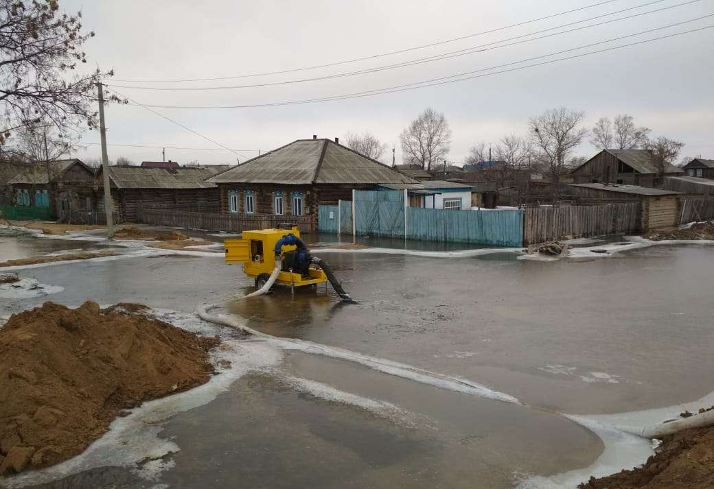 Весенний паводок начал топить села в ВКО