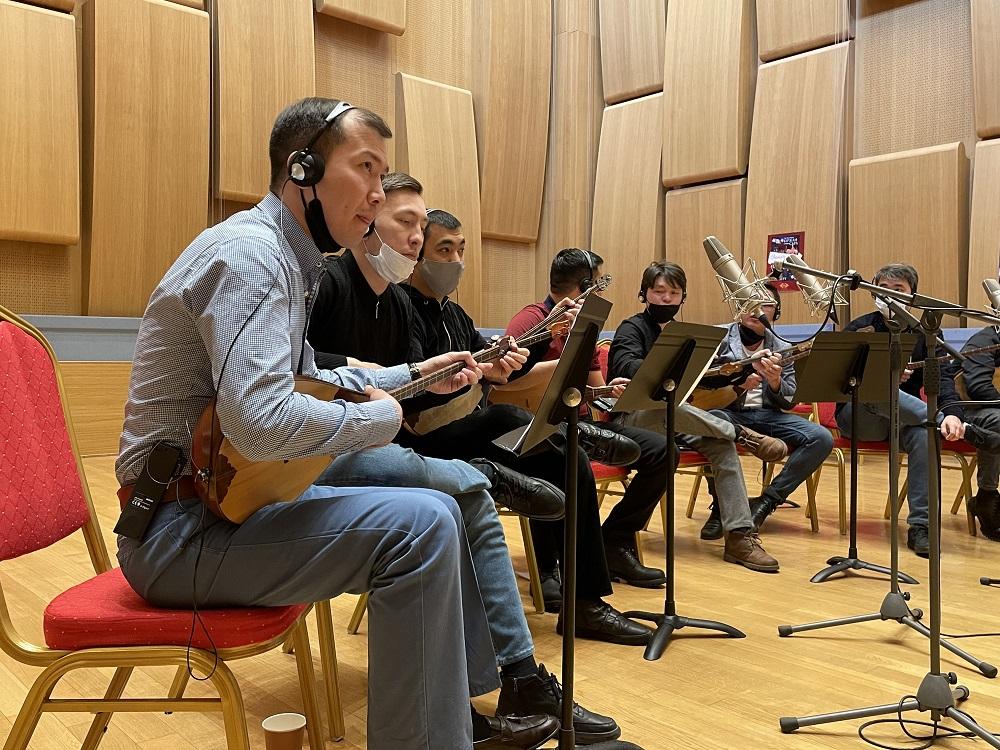 Казахстанские музыканты приняли участие в голливудском проекте Оливера Стоуна