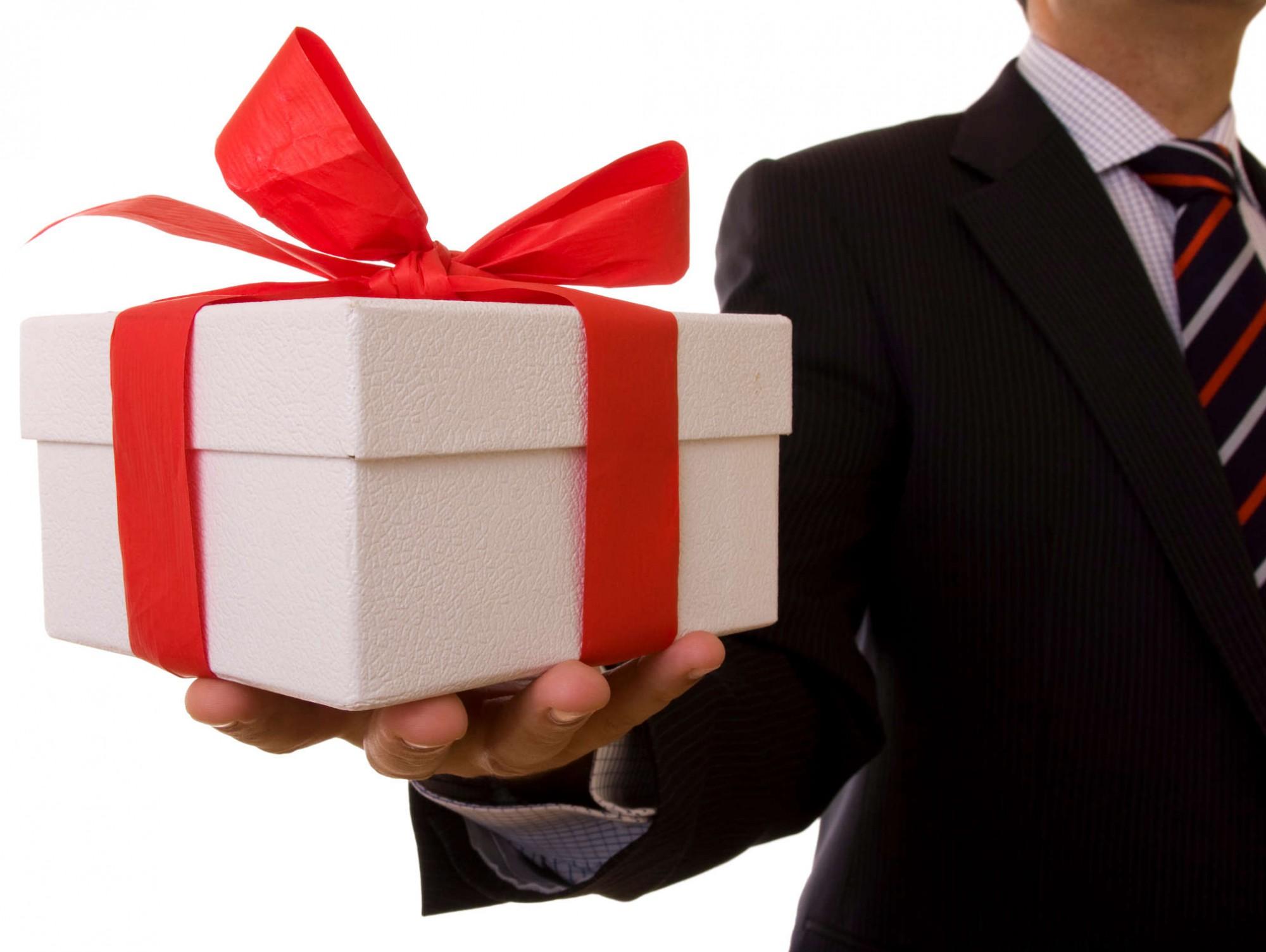 Павлодарские госслужащие остались без новогодних подарков, Павлодар, Госслужащие, Подарок