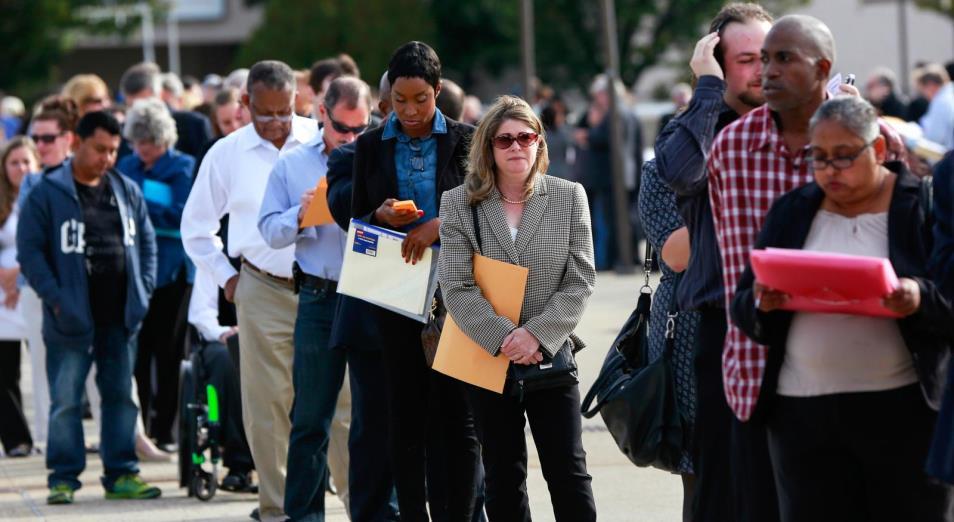 Безработица в США выросла рекордно за последние 70 лет