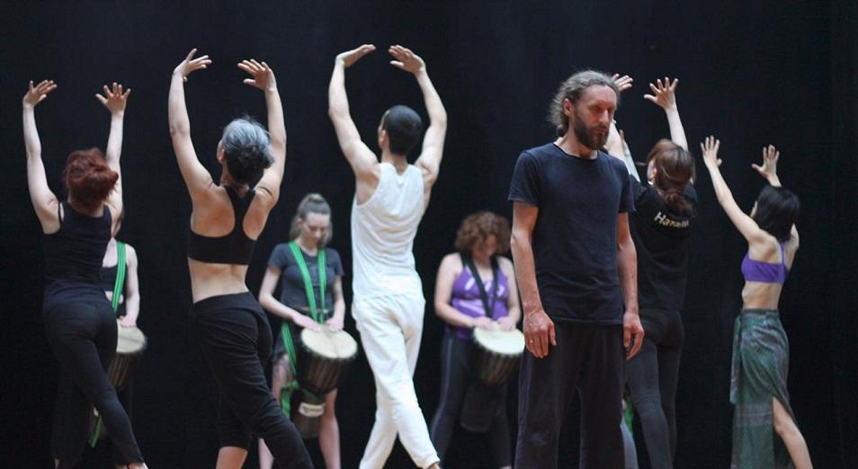 Люди с улицы стали актерами и выступят на сцене театра в Алматы