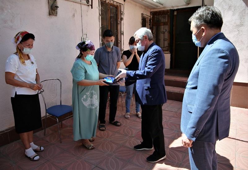 Трое жамбылских врачей посмертно награждены госнаградами