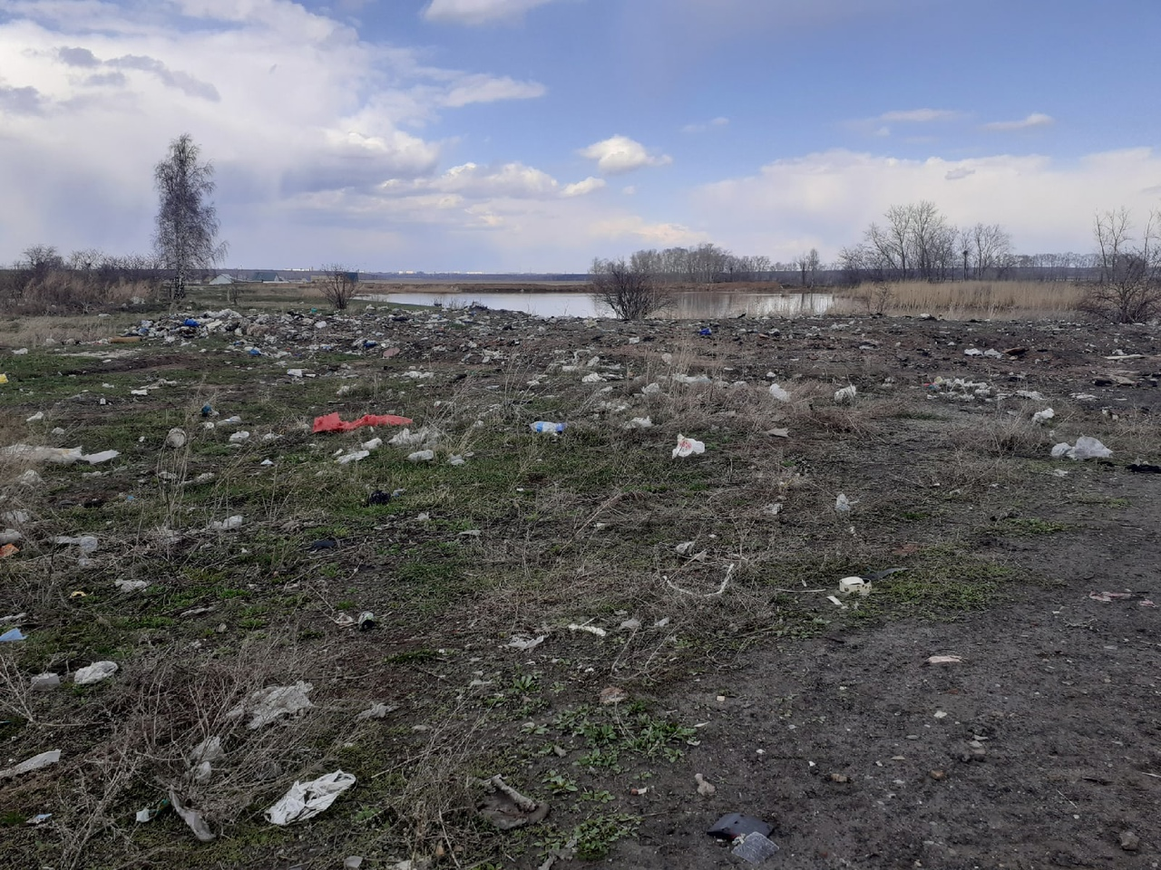 На севере Казахстана сельчане устали жить рядом со стихийным отстойником