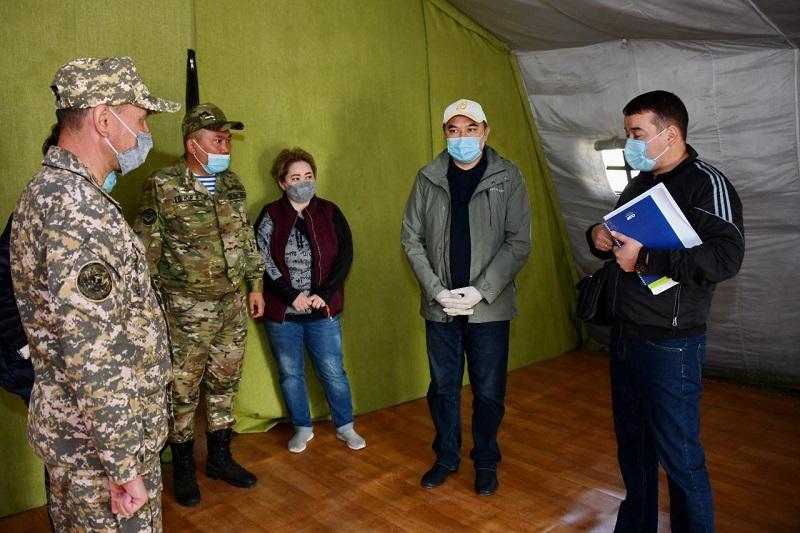 Ержан Бабакумаров посетил полевой госпиталь МО РК для размещения лиц с COVID-19