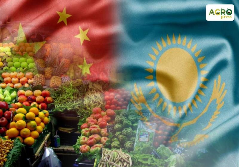 Казахстан временно приостановил ввоз некоторых фруктов из Китая