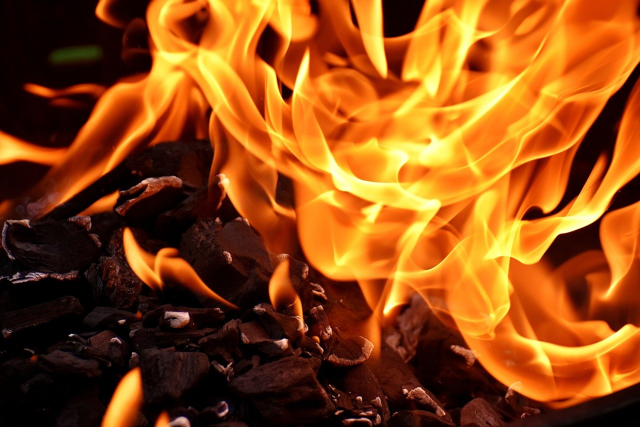 Восемь человек погибли при пожаре в больнице в Турции