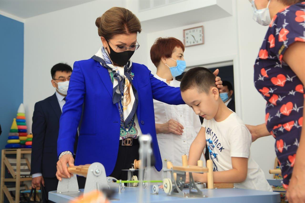 Дарига Назарбаева посетила детский реабилитационный центр в ВКО