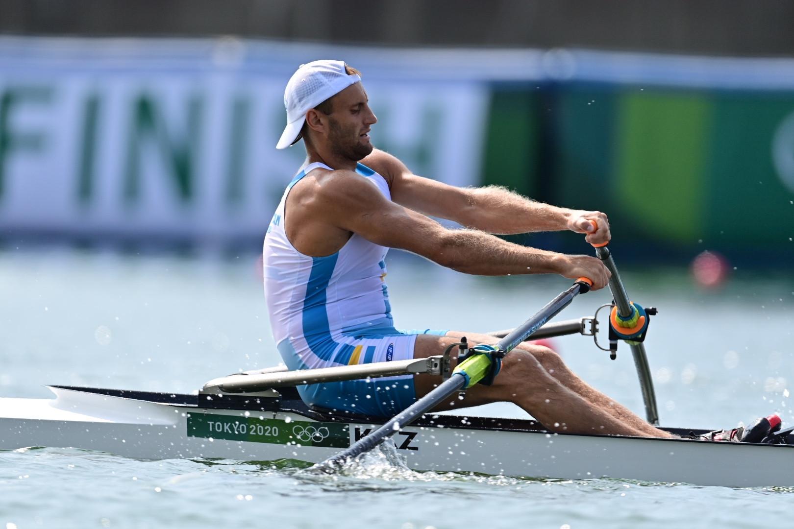На Олимпийских играх в Токио казахстанец стал третьим в предварительном заезде по академической гребле