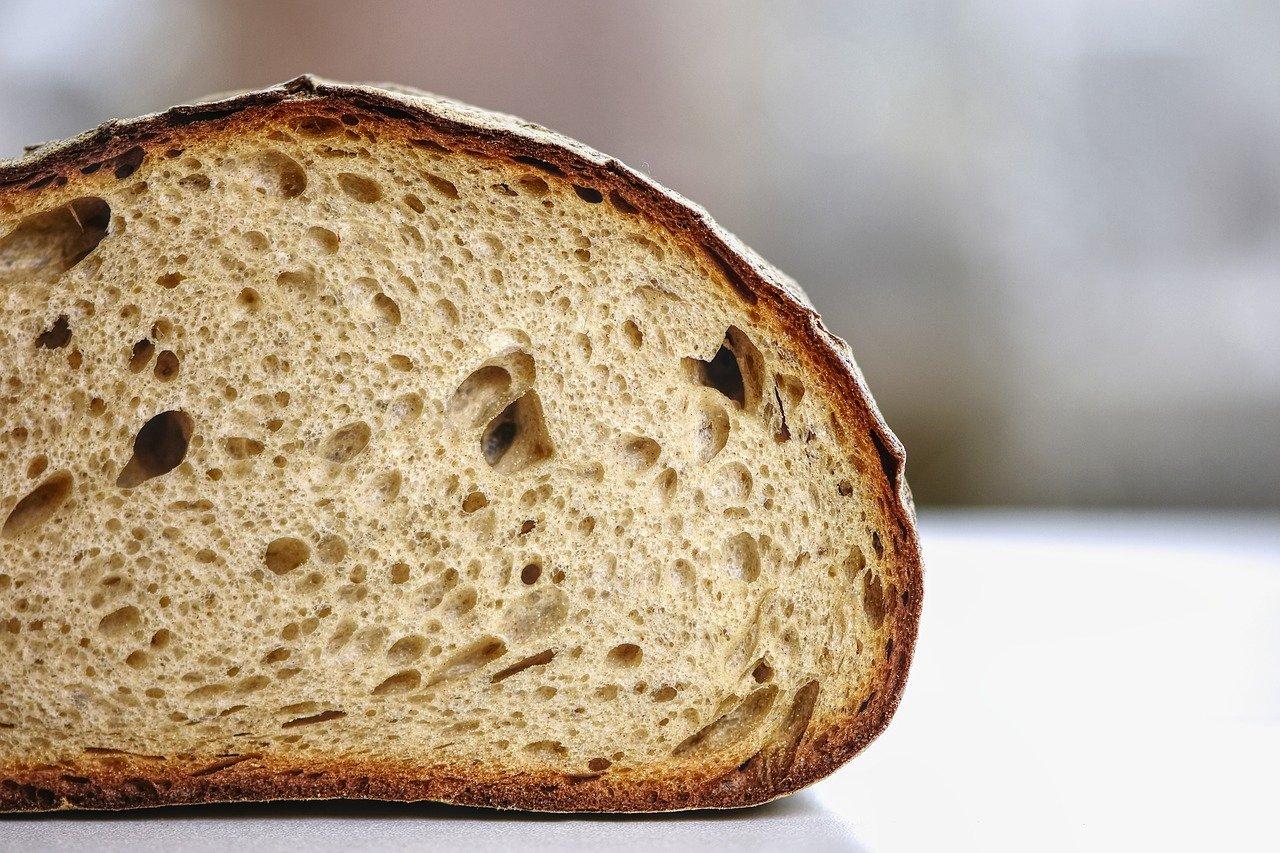 Жесткое ограничение: до пяти булок хлеба в одни руки продают в южной столице