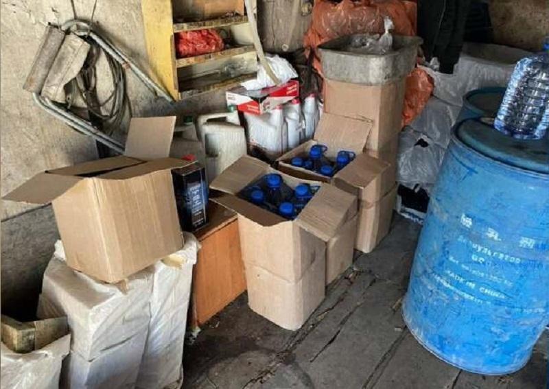 В Кокшетау выявили подпольный цех по производству алкоголя