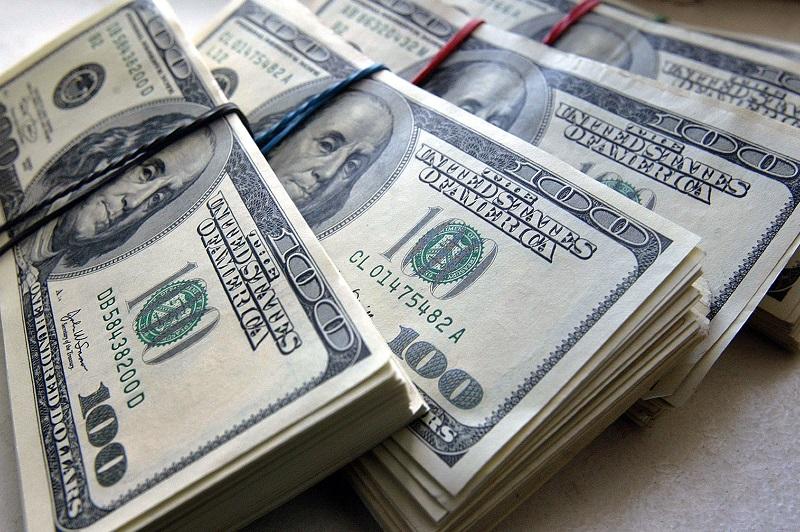 Доллар США дешевеет в паре с евро