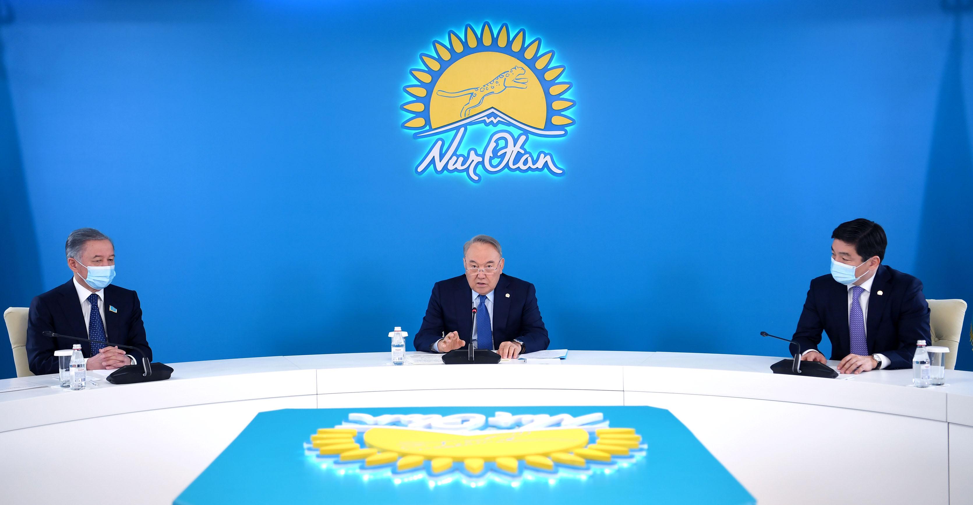 Председатель партии Nur Otan принял участие в заседании фракции партии в мажилисе парламента