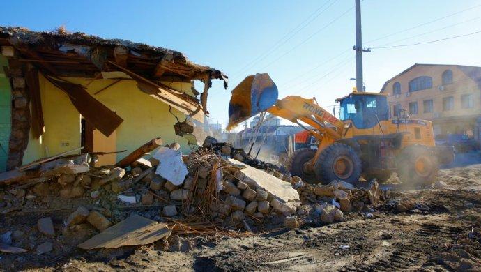 В Атырау начался снос домов, расположенных в старой части города
