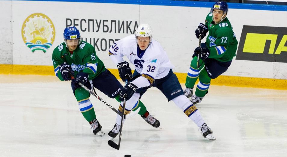 Регулярка МХЛ: «Снежные Барсы» дали «Алтаю» шанс вернуться в тройку