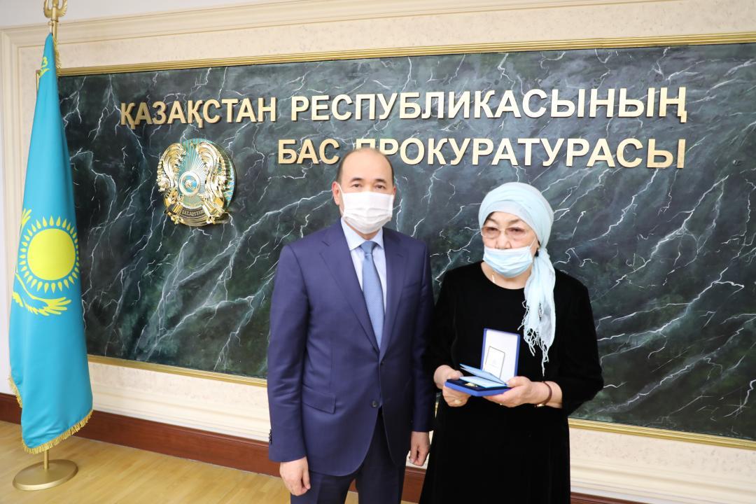 Семье погибшего военного прокурора вручена государственная награда