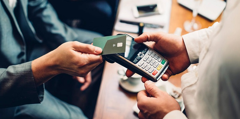 Объем безналичных платежей за февраль вырос на 300 млрд тенге