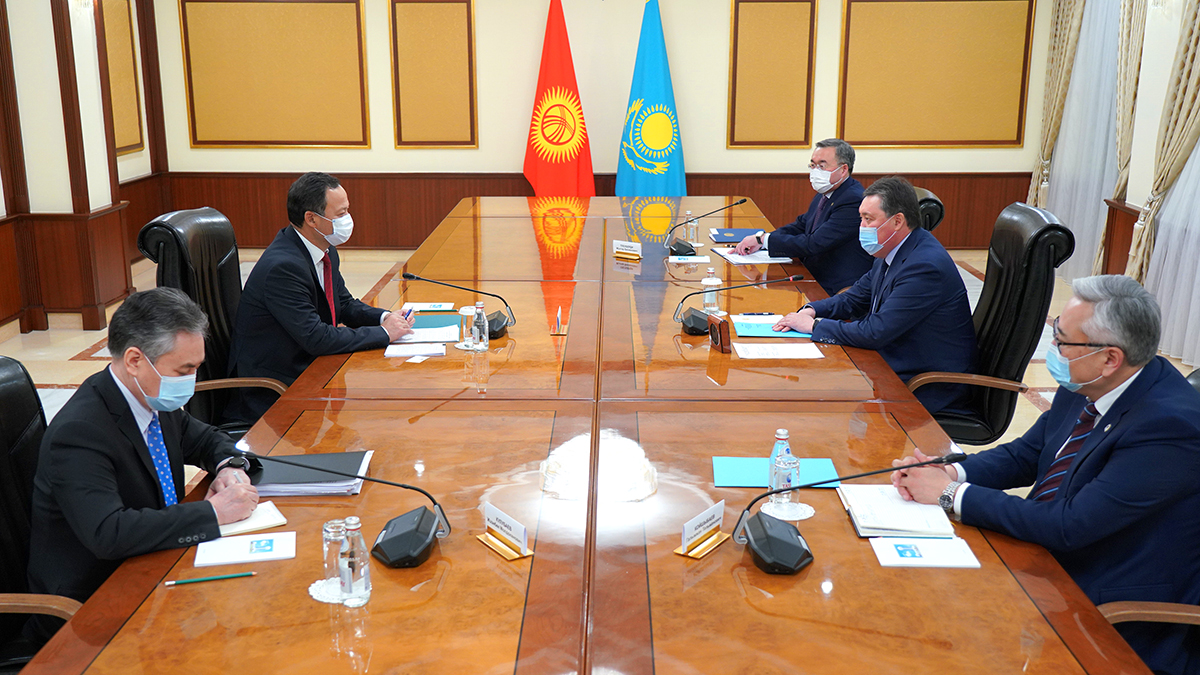 Аскар Мамин принял министра иностранных дел Кыргызстана
