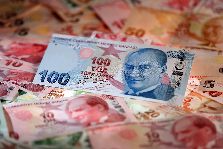 Турецкая лира подешевела до рекордного минимума к доллару