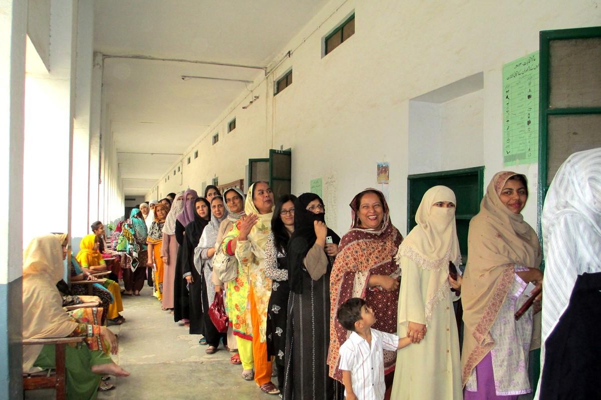 Если мужчина в Пакистане пытается открыть бизнес по изготовлению женского белья