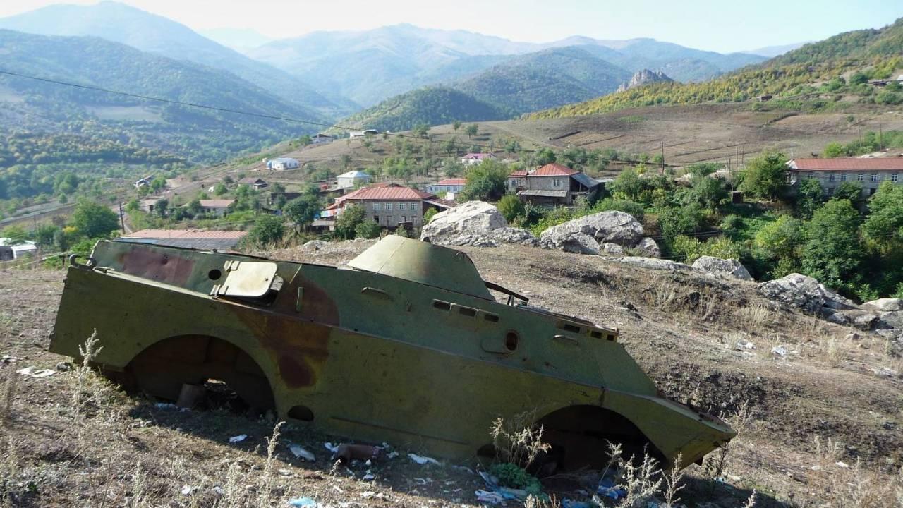 Армения и Азербайджан договорились о прекращении огня в Карабахе с полудня 10 октября