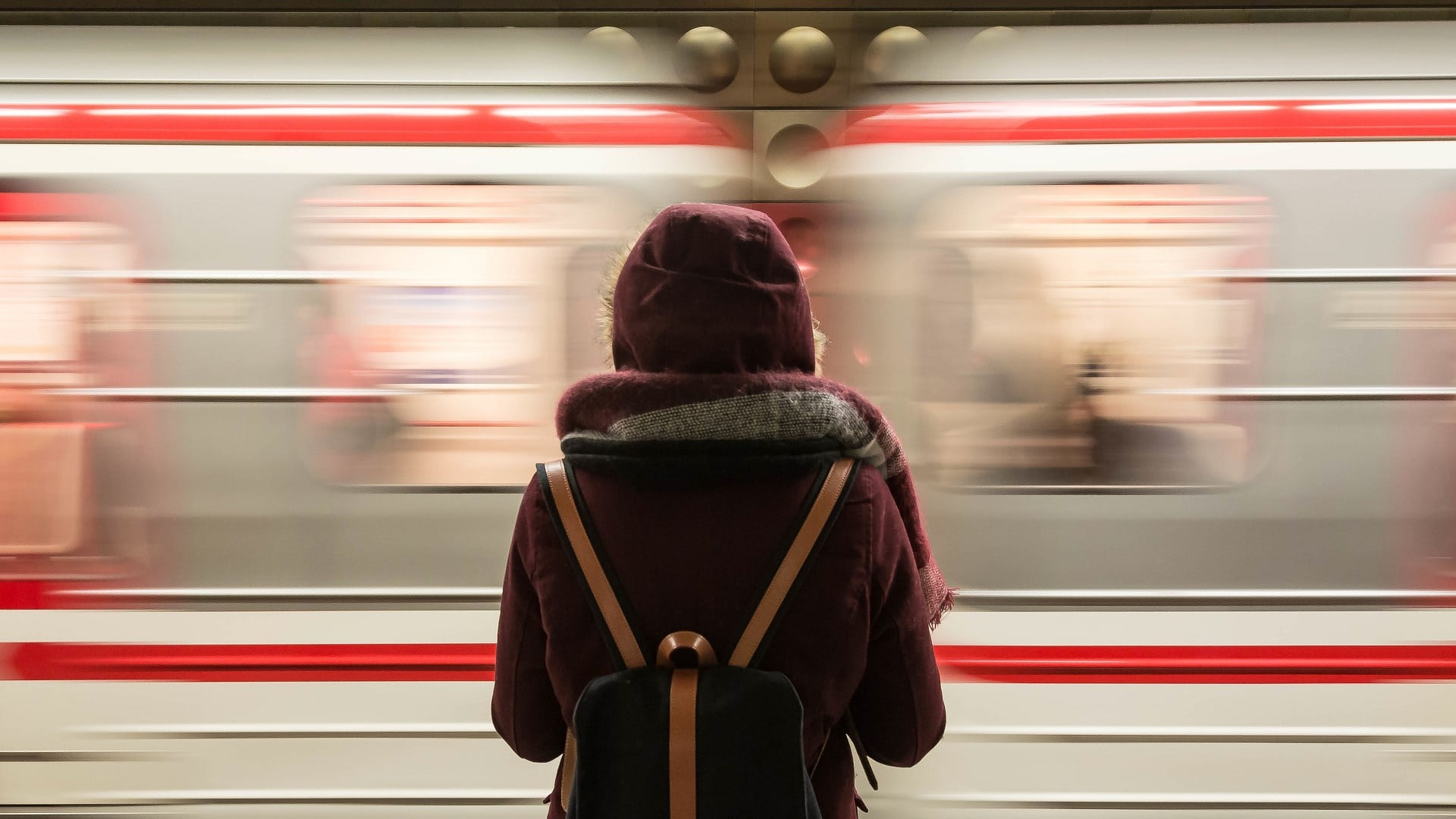 Когда власти Москвы планируют запустить оплату проезда в метро с помощью лица