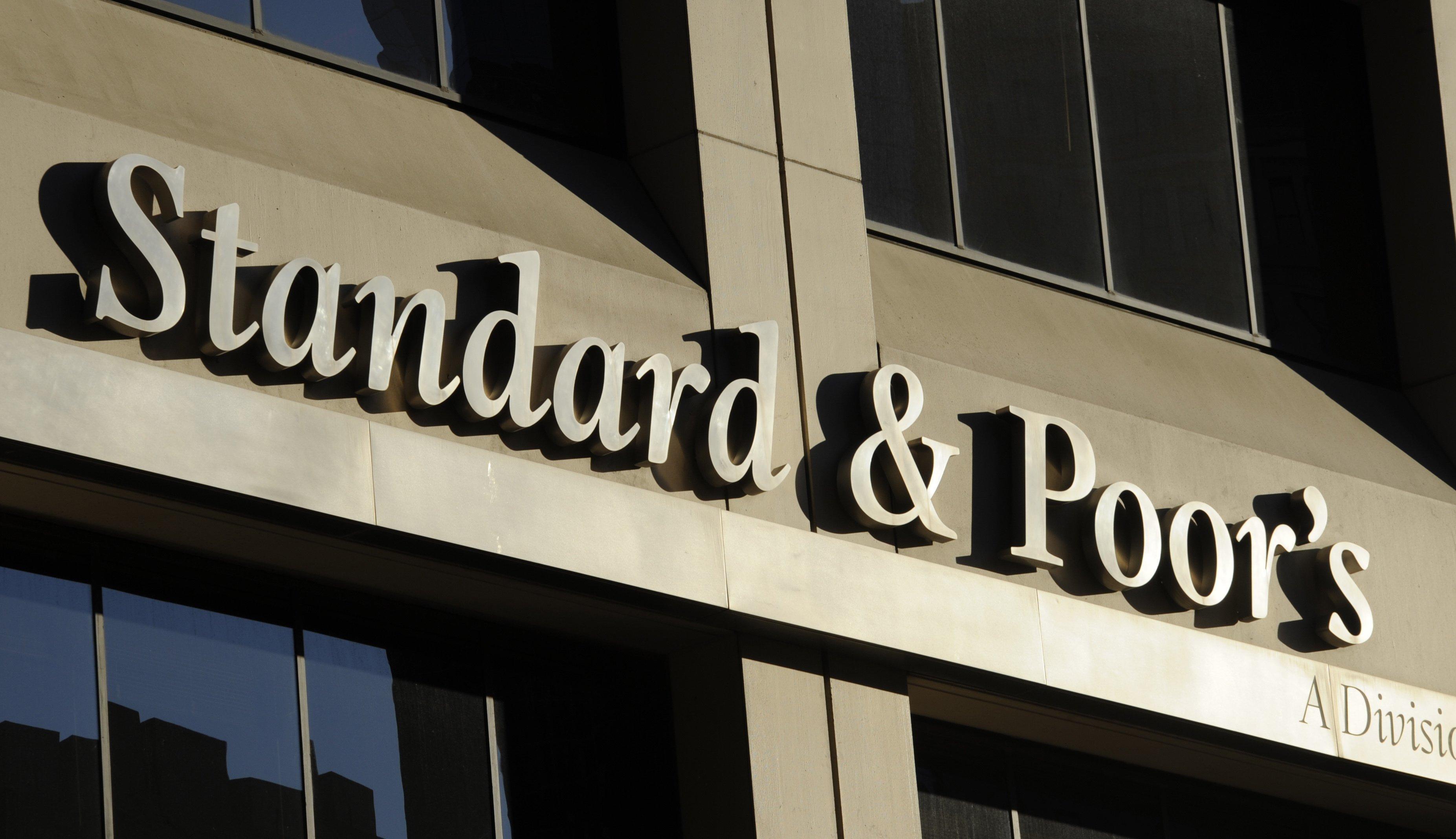 "S&P повысило рейтинги ЕАБР до ""BBB/A-2"" с ""BBB-/A-3"""