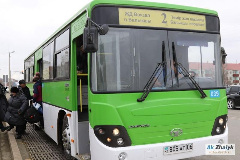 В Атырау часть автобусных маршрутов стала бесплатной на 8 марта