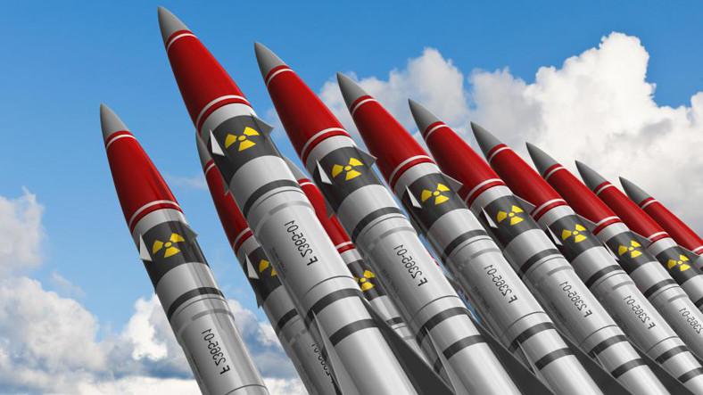 Сколько ядерных боеприпасов у США и России