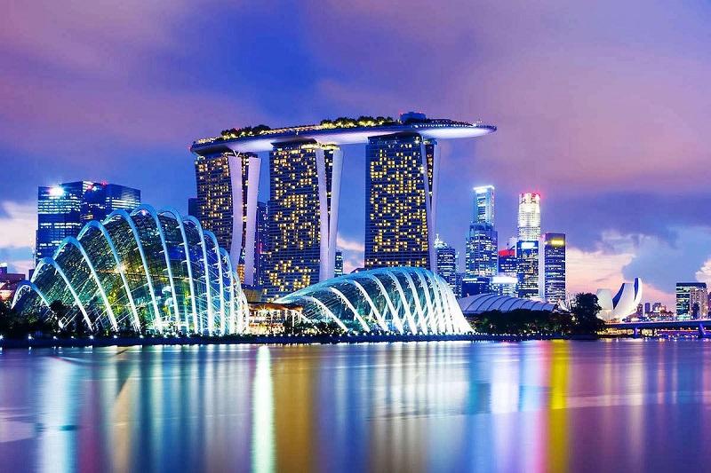 Экономика Сингапура просела на более чем 40%