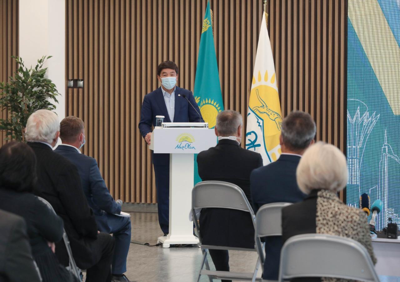 Бауыржан Байбек встретился с общественниками Семея