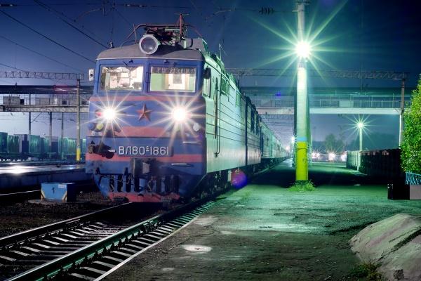 Сбитый поездом автобус в Алматинской области застрял на переезде из-за образовавшегося впереди затора – КТЖ