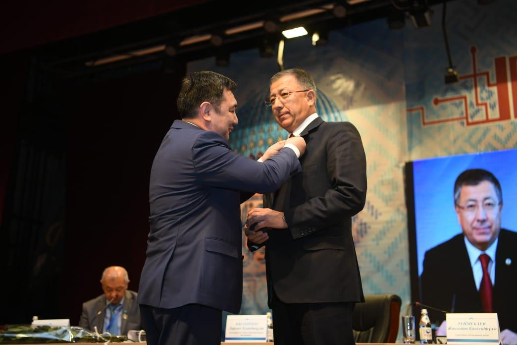Түркістан облысының әкіміне Вильгелм Томсен медалі берілді, көне түркі жазуы, Вильгелм Томсен, медаль , Түркі дүниесі, ЮНЕСКО