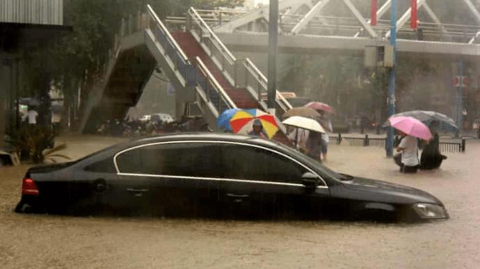 Наводнения в китайской провинции Хэнань унесли жизни более 20 человек