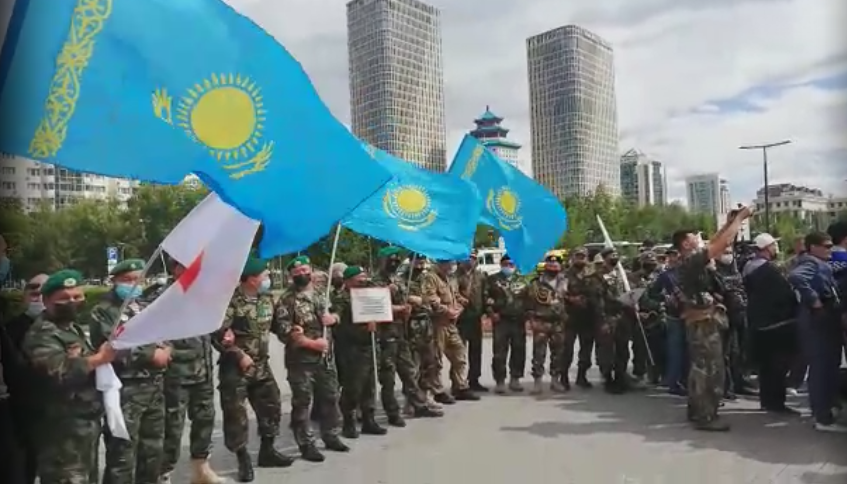 Ветераны боев на таджикско-афганской границе провели митинг в Нур-Султане