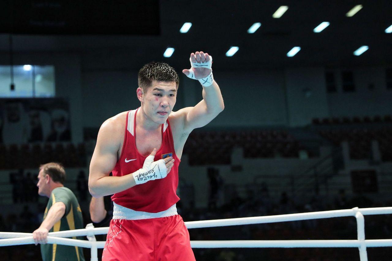 Бокс: казахстанец одержал очередную победу на профи-ринге