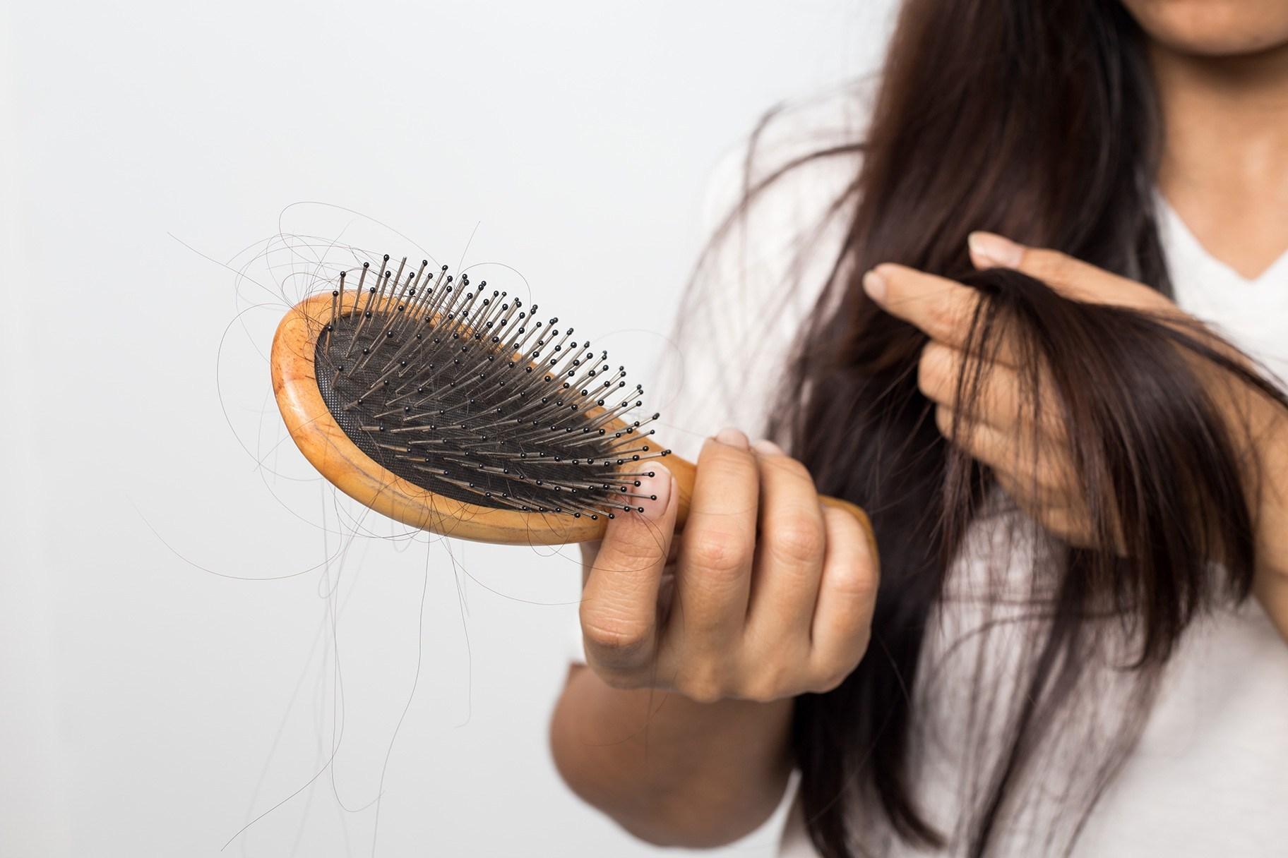 Как можно остановить выпадение волос после COVID-19
