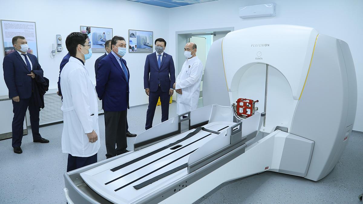 Мамину показали уникальное оборудование для лечения опухолей